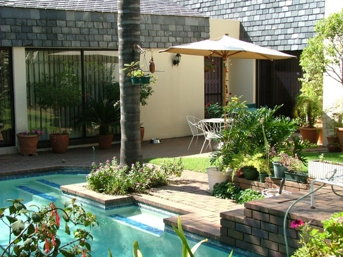 Pool landscaping ideas to add tremendous value to you home for Landscaping ideas for pool areas